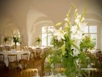 Hochzeitstafel Torte Schön Blumenschmuck Brautstauß in Schloß Spitz