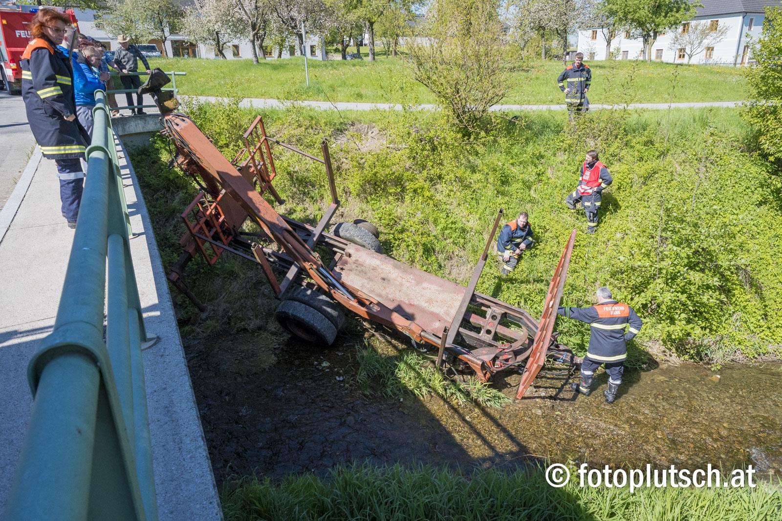Unfall_mit_Traktor _in_großeigen_Mank_30042016_fotoplutsch 3_