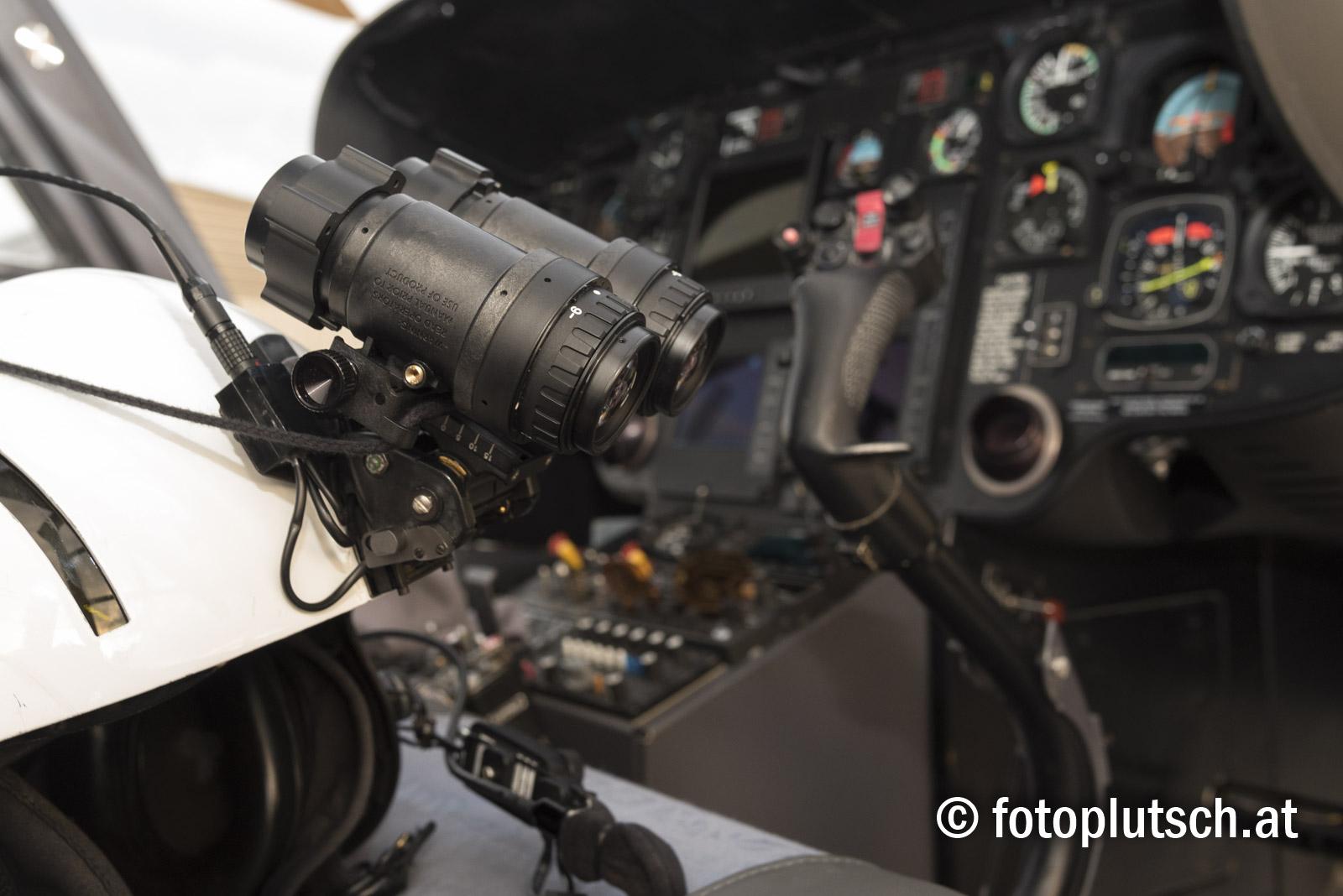 Der Christophorus EC 135 und seine Ausstattung Moderne Hubschrauber wie z. B. der Eurocopter 135, der an allen Christophorus-Standorten zum Einsatz kommt, bieten wesentliche Vorteile für den Patienten: Das Anti Resonance Isolation System sorgt für minimale Vibrationen während des Fluges, der lager- und gelenklose Hauptrotor sowie der verdeckte Heckrotor ermöglichen um sechs Dezibel niedrigere Lärmwerte als die Vorschriften. Damit ist der Christophorus der leiseste Hubschrauber Österreichs. Bei einem Ausfall einer Turbine kann jedes Flugmanöver mit der zweiten Turbine problemlos fortgesetzt werden. Die Maschine bietet Platz für vier Besatzungsmitglieder - Pilot, Arzt, Sanitäter und eventuell Hundeführer - sowie einen Patienten. Mit wenigen Handgriffen kann ein zweiter Liegeplatz eingebaut werden. Technische Daten EC 135 Hersteller: Eurocopter (D/F) Type: EC 135 Länge: 12,10 m Höhe: 3,62 m Antrieb: 2 Turbinen Leistung: ca. 1.380 PS Vierblattrotor Durchmesser: 10,20 m maximales Abfluggewicht: 2.835 kg Rotordrehzahl: ca. 400 Umdrehungen/min Höchstgeschwindigkeit: 287 km/h Reisegeschwindigkeit: 260 km/h Steigrate: 10 m/sec Einsatzhöhe: 4.000 m Reichweite: 750 km maximale Flugdauer: 3,5 Stunden Einsatzspektrum: Tag- und Nachtsichtflug